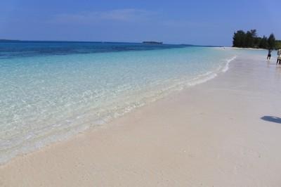 Cara Petualangan Sehari di Pulau Morotai