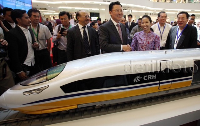 China Pamer Kereta Cepat di Sency