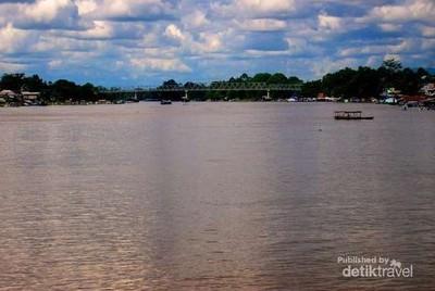 Jelajah Sungai Terpanjang Indonesia di Kalbar