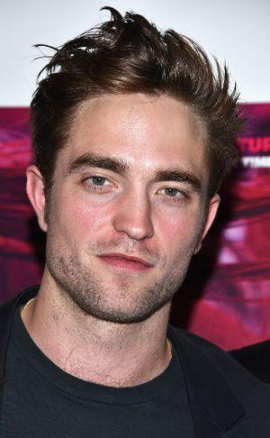 Robert Pattinson Jadi Tamu Tak Diundang di Pernikahan Pasangan Ini