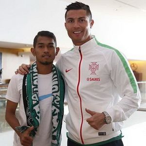 Martunis Dapat Handphone Baru dari Ronaldo
