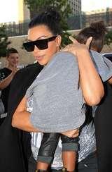 Kim Kardashian Minta Paparazzi Diam Saat North West Sedang Tidur