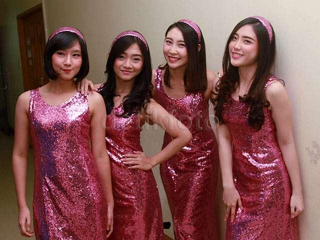 Tarik Mang! Berbaju Pink Berkilau, JKT48 Jadi Biduan Dangdut