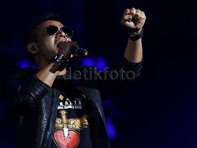 Aksi Sam Tsui dan Judika Buka Konser Bon Jovi di Jakarta