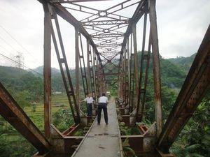 Rel Kereta Mati Bandung-Ciwidey Terlantar Jadi Bengkel Hingga Rumah