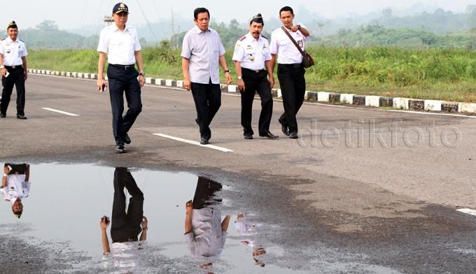 Aksi Jonan Blusukan di Bandara Kalimarau