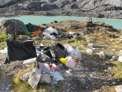 Foto Sampah Para Pendaki di Pegunungan Carstensz