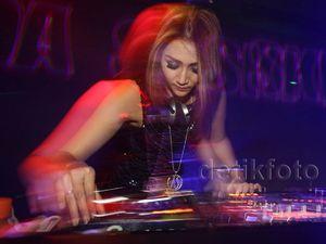 DJ Aida Saskia Duet dengan DJ Rycko