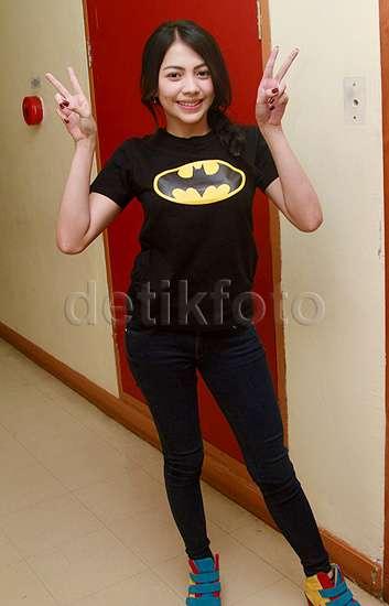 Kezia Karamoy Berbaju Batman