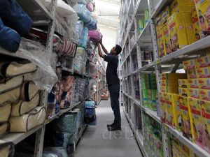 Mengintip Gudang Toko Online di Bekasi