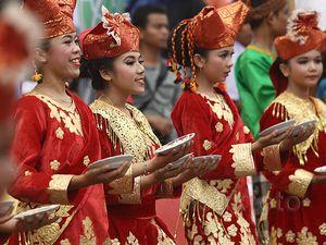 Kesenian Tradisional Tutup Tour de Singkarak 2015