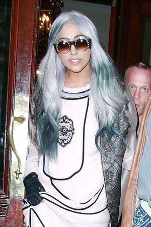 Masih Jadi Tren, Warna Rambut Mirip Uban Sudah Disukai Lady Gaga Sejak 2010