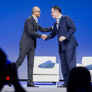 Satya Nadella & Michael Dell Lengket di Dell World 2015