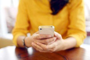 Demi iPhone, Dua Wanita Ini Rela Bugil