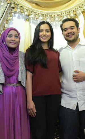 Anniesa Hasibuan Desain Baju Pengantin untuk Calon Menantu Siti Nurhaliza