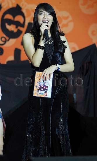 Cantiknya Gracia 'JKT48' Bergaun Hitam di Handshake Festival