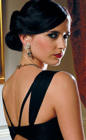 Style Guide: Tips Ikuti Penampilan Menawan Ala Para Wanita James Bond