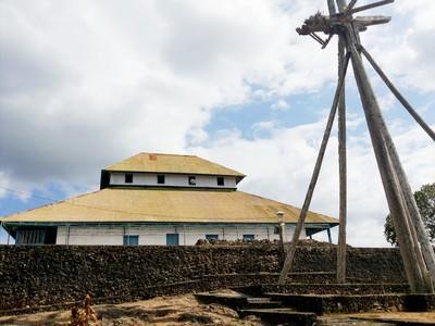 Tiang Bendera Aneh di Benteng Keraton Buton
