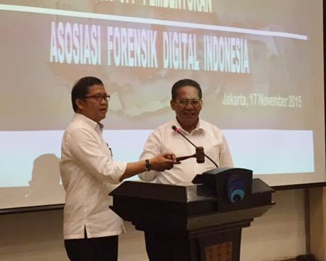 (ki-ka): Menkominfo Rudiantara dan Kabareskrim Komjen Anang Iskandar (afr/detikINET)