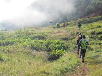 Cuma di Papua, Naik Gunung Dipalang
