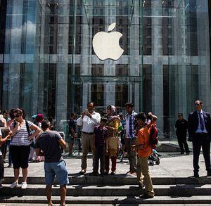 Pria Berpedang Sebar Teror di Apple Store