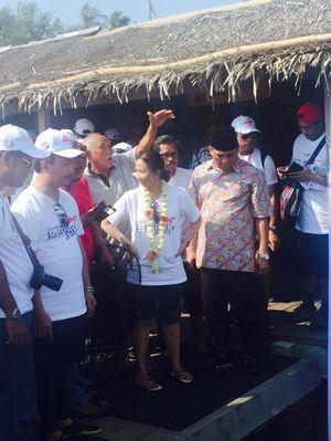 Gaya Santai Bos-bos BUMN di Karimun Jawa, Snorkeling dan Main Bareng Hiu