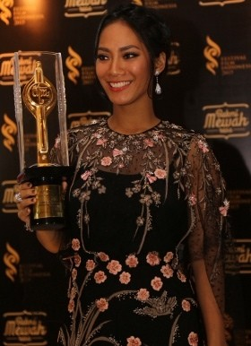 Tara Basro Menang Pemeran Utama Wanita Terbaik