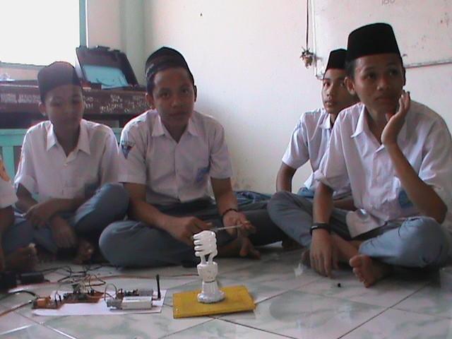 Inovasi buatan siswa SMU Nurul Jadid (M Rofiq/detikINET)