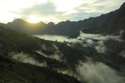 5 Gunung dengan Pemandangan Romantis di Indonesia