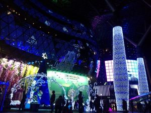 Cantiknya Warna-warni Hiasan Natal di Orchard Road, Singapura