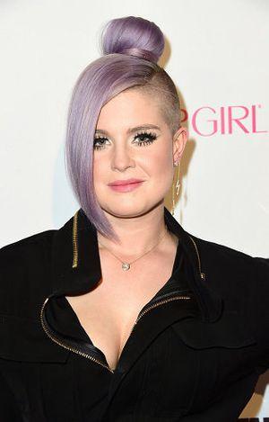 Warnai Rambut Jadi Ungu, Kelly Osbourne Habiskan Waktu Hingga 8 Jam