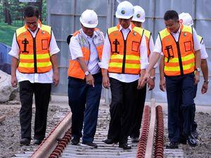 Jokowi Pantau Proyek Kereta Bandara Soekarno-Hatta