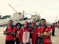 dTraveler berpose di pelabuhan Sunda kelapa