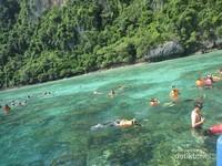 Phi Phi Island di Perairan Andaman, asyik untuk kegiatan snorkeling