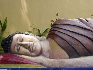 Penampakan Patung Buddha Tidur di Semarang