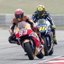 Rossi-Marquez Panas, Hamilton Juara Dunia