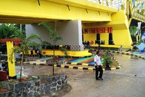Taman Mungil di Bawah Jembatan Kuning Empat Lawang
