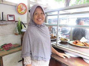Dekat Istana, Warteg Mama Iyah Jadi Tempat Makan Menteri