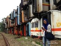 Tumpukan gerbong kereta api