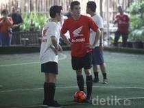 Marquez & Pedrosa Bermain Futsal