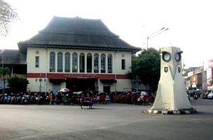 Jajan Enak dan Mantap di Pasar Gede Hardjonegoro