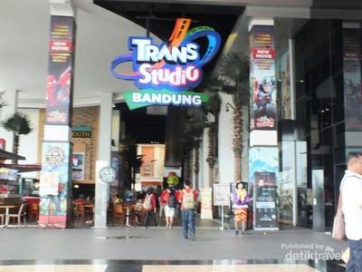Uji Adrenalin Bareng dTraveler di Trans Studio Bandung