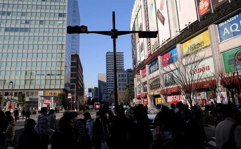 Terletak tidak jauh dari stasiun Akihabara, Yodobashi selalu ramai pengunjung. Mall 7 lantai itu terlihat ramai dan menonjol dari gedung di sekelilingnya (Ari Saputra/detikTravel)