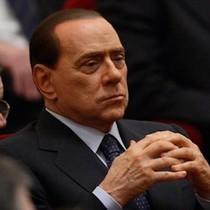 Silvio Berlusconi Menolak Dimakan Zaman