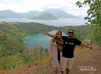Narsis Bersamanya dengan keindahan Danau Ngade yang mempesona