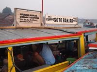 Pedagang Soto Banjar Pengganjal Perut Lapar di Tengah Sungai