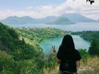 Indahnya Danau Ngade atau Dana Laguna. Salah satu destinasi wisata favorite di Maluku Utara