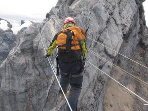 Bahayanya Jalur Pendakian ke Puncak Carstensz