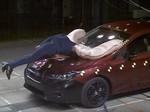 Lindungi Pejalan Kaki, Subaru Impreza Punya Airbag di Luar