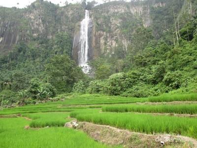 Long Weekend di Asahan, Ada Air Terjun Dengan Latar Sawah